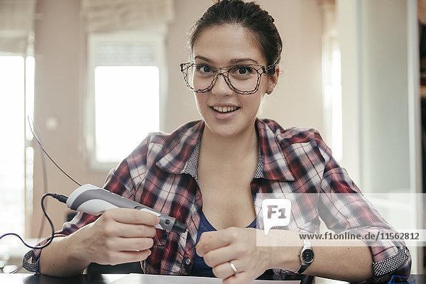 Junge Frau mit Brille  gezeichnet mit 3D-Stift