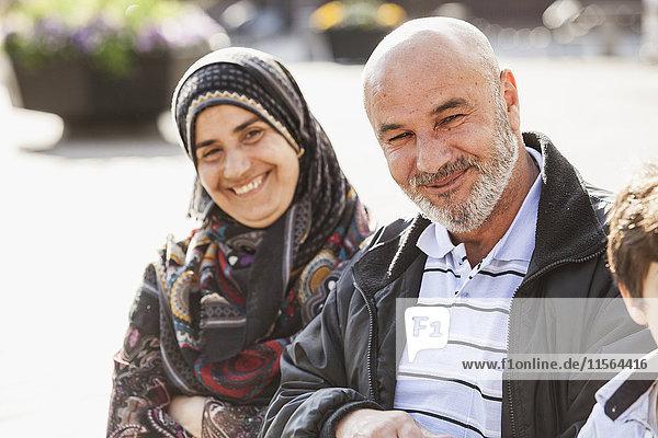 Schweden  Bleking  Solvesborg  Porträt von Frau und Mann lächelnd