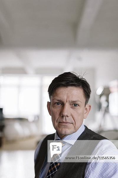 Deutschland  Porträt der Männer in Hemd und Krawatte