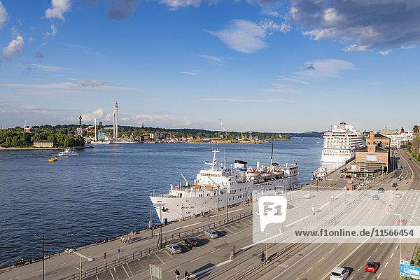 Schweden  Sodermanland  Stockholm  Festmacherfähre in Sodermalm