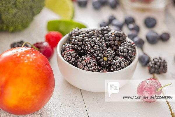 Nectarine and blackberries in bowl