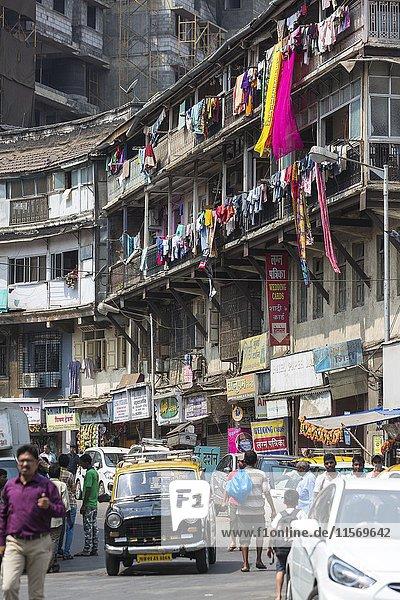 Street Scene  alte Häuser  waschen hängen  Bezirk Bhuleshwar  Mumbai  Maharashtra  Indien  Asien