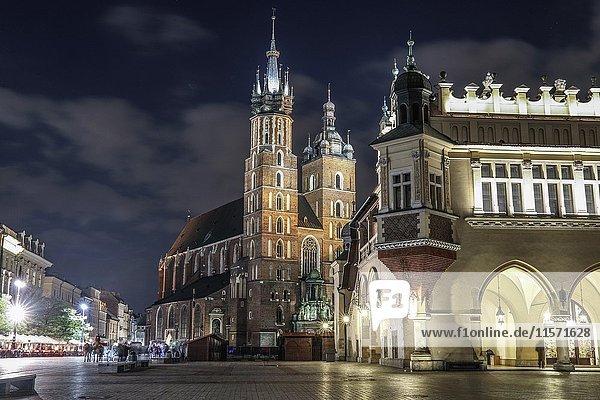 City center with Cloth Hall and Mary's Church  Krakow   Poland  Europe