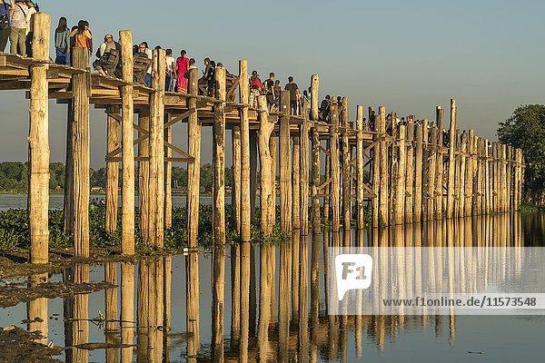 U Bein Bridge over Taungthaman Lake  Amarapura  Mandalay  Myanmar  Asia