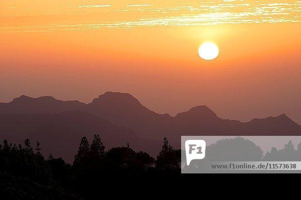 Wolkenformation  Abendstimmung  Ausblick vom Mirador Degollada de Becerra  Gran Canaria  Kanarische Inseln  Spanien  Europa