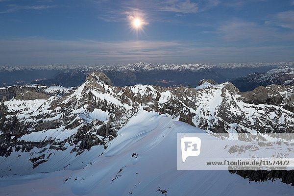 Berg Säntis mit Ausblick auf Alpsteinmassiv bei Vollmond  Appenzeller Alpen  Appenzell  Schweiz  Europa