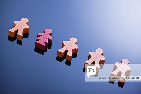 Spielfiguren in einer Reihe