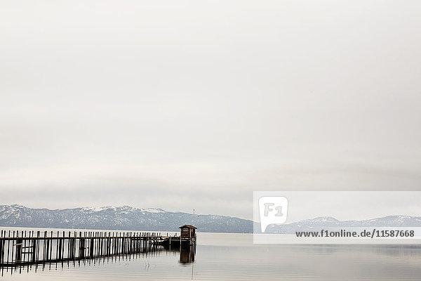 Steg und Berge  Lake Tahoe  Kalifornien  USA
