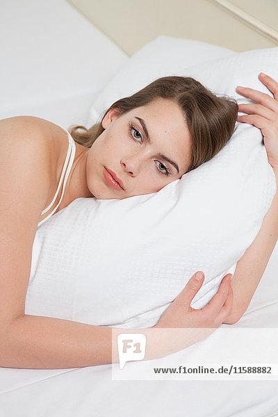 Frau im Bett  Porträt
