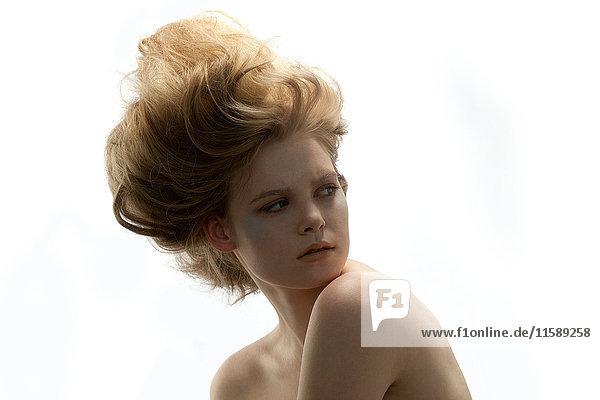 Porträt einer jungen Frau mit Bommel