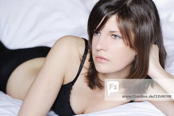 Teenager im Bett