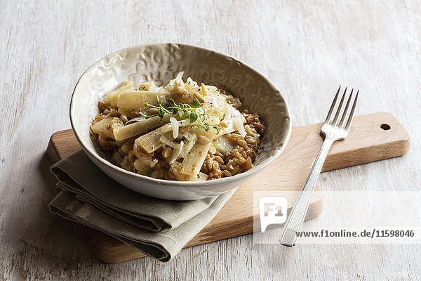 Dinkelrisotto mit Schwarzwurzeln  Pinienkernen und Parmesan