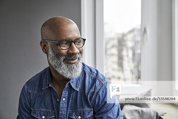 Reifer Mann lächelnd  Porträt