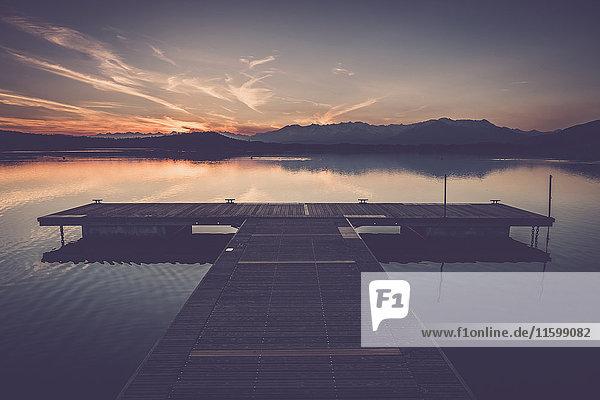 Italien  Lago Viverone bei Sonnenuntergang Italien, Lago Viverone bei Sonnenuntergang