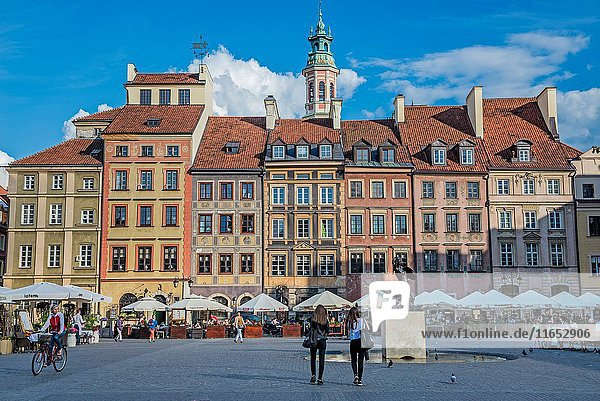 General view of Old Town Market Place - main square of Warsaw Old Town in Poland.