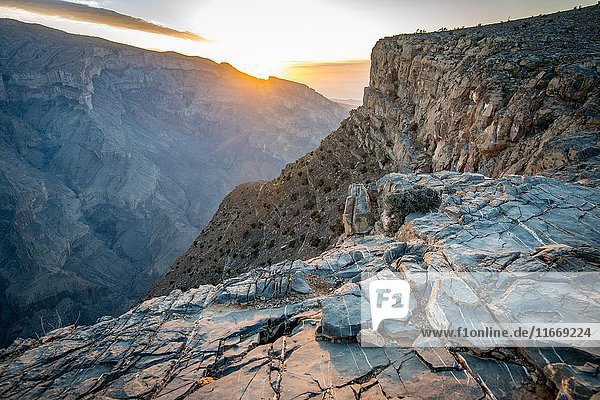 Jebel Shams  Sun shines over the summit and gorge at Oman's Grand Canyon.