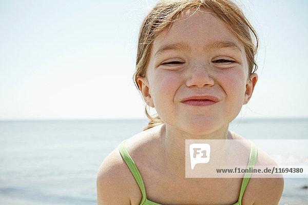 Nahaufnahme des lächelnden Gesichtes eines Mädchens