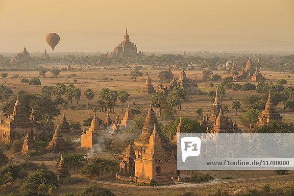 Myanmar  archäologische Stätte von Bagan