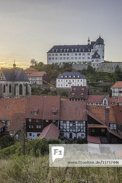 Deutschland  Sachsen-Anhalt  Stolberg  Stadtbild und Schloss Stolberg am Abend