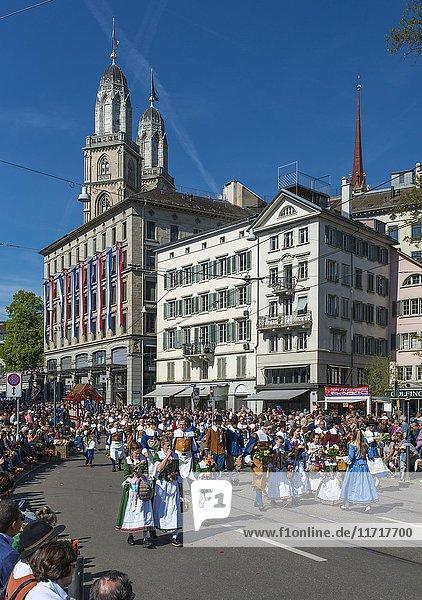 Trachtenumzug der Zünfte  Sechseläuten  Frühlingsfest  Zürich  Kanton Zürich  Schweiz  Europa