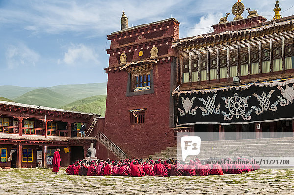 'Litang Monastery  a group of young monks are preparing the tibetan debate  West of Sichuan province; Litang  Sichuan  China'