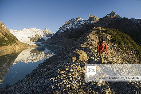 Wandern von Menschen in der Nähe von Laguna Torre  El Chalten  Los Glaciares-Nationalpark  Argentinien