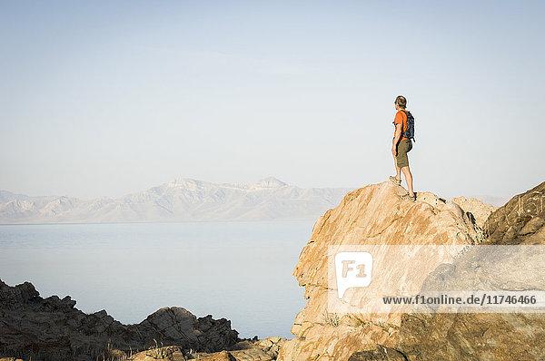 Mann auf dem Lakeside Trail  Zion-Nationalpark  Utah  USA