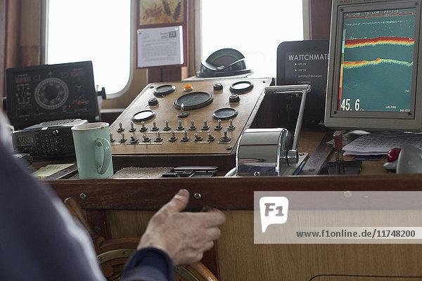 Fischer steuern Trawler