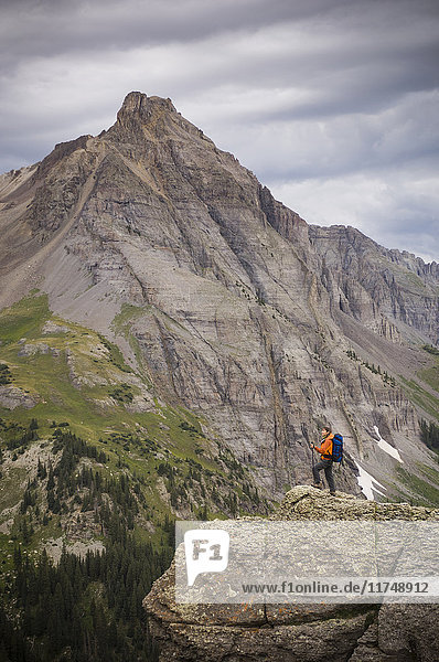Female hiker high in the Blues Lakes Basin in the San Juan Mountains  Mount Sneffels Wilderness  Colorado  USA