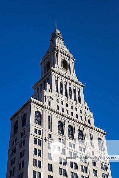 USA  Connecticut  Hartford  Travelers Tower  headquarters of the Travelers Insurance Company  autumn.