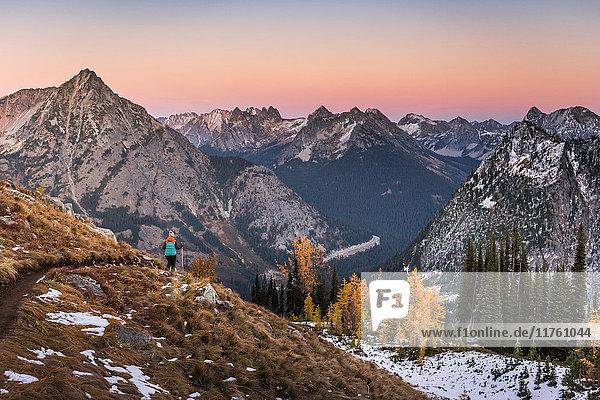 Wanderer auf Kaskadengebirge  Diablo  Washington  USA