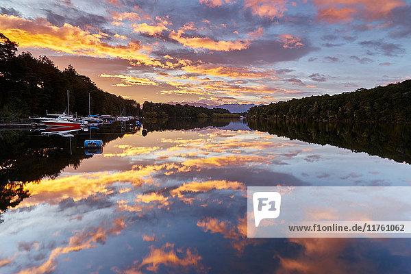 Sonnenuntergang am Lake Manapouri  Neuseeland