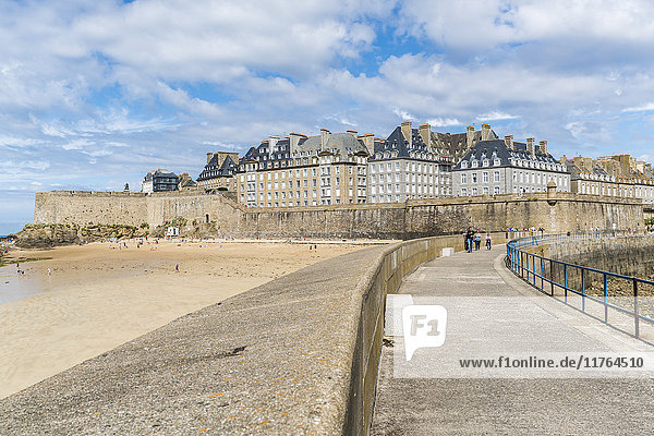 The town seen from the pier  St. Malo  Ille-et-Vilaine  Brittany  France  Europe