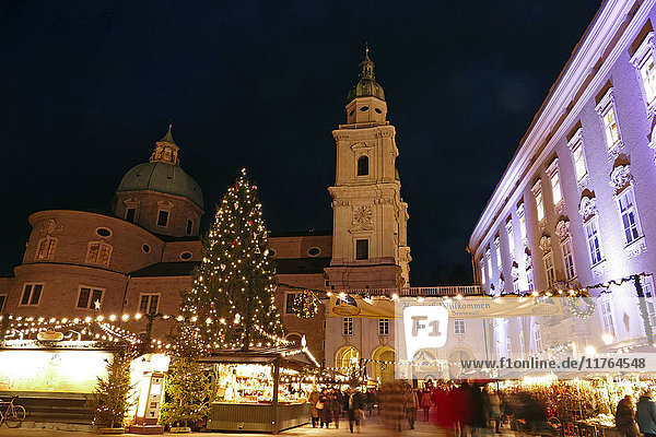 Salzburg Cathedral and Chrismas Market at Residenzplatz Square  Salzburg  Austria  Europe