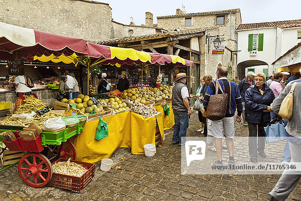 Vegetable stalls at the market on Rue du Marche in this north east coast town. La Flotte  Ile de Re  Charente-Maritime  France  Europe