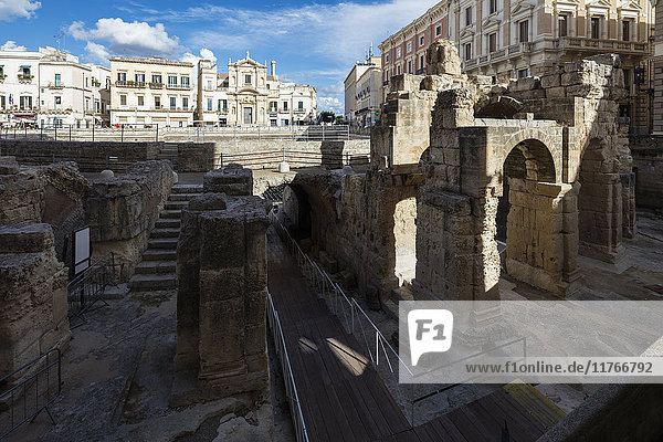 Ancient builldings and Roman ruins in the old town  Lecce  Apulia  Italy  Europe