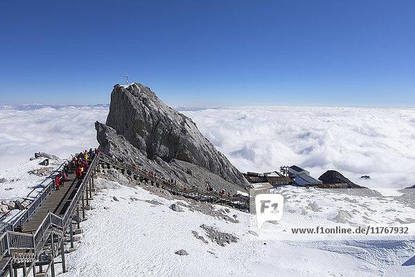 Tourists on Jade Dragon Snow Mountain (Yulong Xueshan)  Lijiang  Yunnan  China  Asia