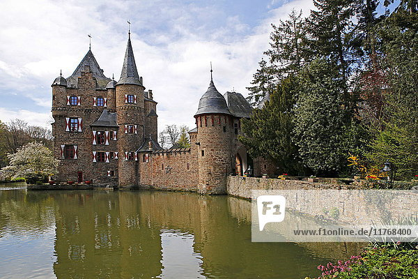 Satzvey Castle near Mechernich  Eifel  North Rhine-Westphalia  Germany  Europe