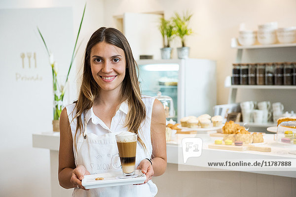 Café-Kellnerin  Portrait