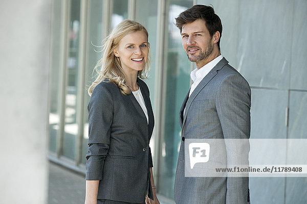 Portrait von zwei Geschäftsleuten