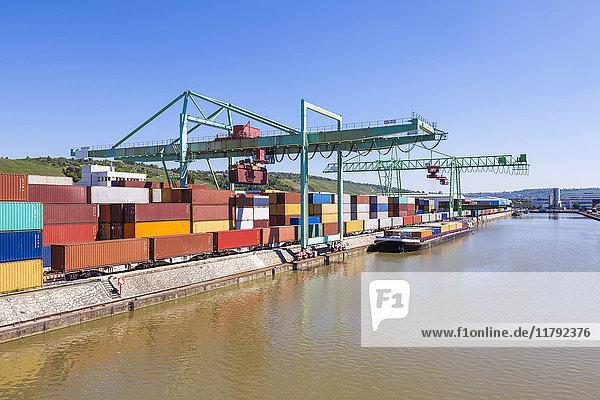 Deutschland  Stuttgart  Neckar  Containerhafen