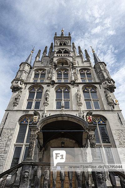 Niederlande  Gouda  gotisches Rathaus am Marktplatz