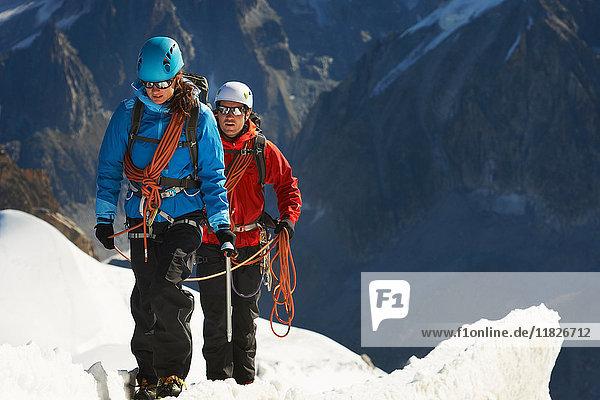 Bergsteiger im Gebirge  Chamonix  Haute Savoie  Frankreich