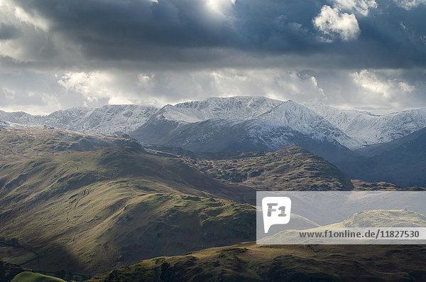 Landschaftsansicht von Arthur's Pike über Hallin Fell  oberhalb von Ullswater  The Lake District  UK