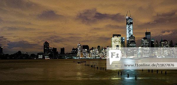 Skyline von Manhattan  Stromausfall nach Hurrikan Sandy  New York City  USA