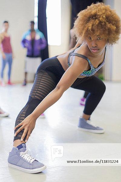 Tänzerin beim Üben im Studio