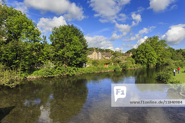 River Wye in spring  Bakewell  Historic Market Town  home of Bakewell Pudding  Peak District National Park  Derbyshire  England  United Kingdom  Europe