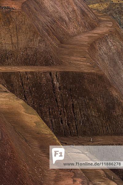 Hochwinkelansicht des leeren Feldweges im Tagebau  Kalgoorlie  Westaustralien  Australien