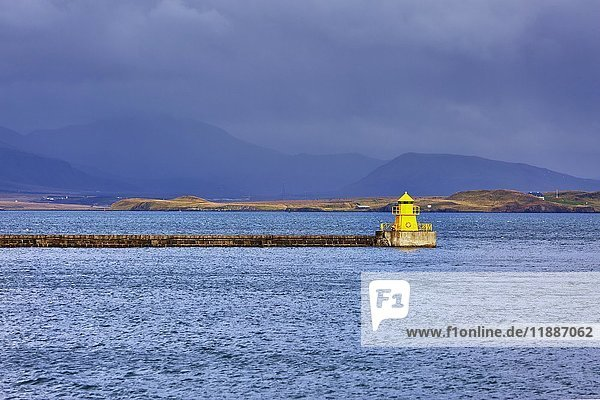 Leuchtturm Hafeneinfahrt  Seltjarnarnes  Reykjavík  Island  Europa