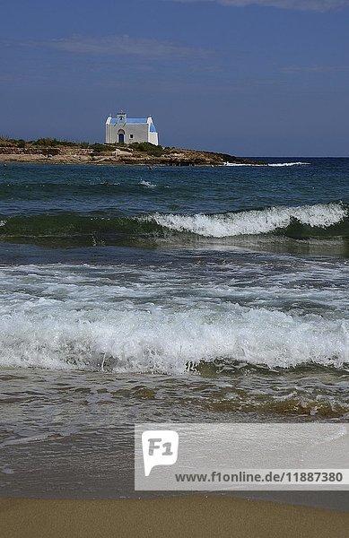 Kleine Kapelle auf einer vorgelagerten kleinen Insel  Malia  Kreta  Griechenland  Europa